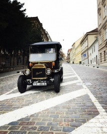Old Zagreb sightseeing tour at Mesnicka Street