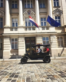 Old Zagreb sightseeing tour at Croatian Parliament
