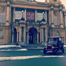 Old Zagreb sightseeing tour at Croatian National Theater